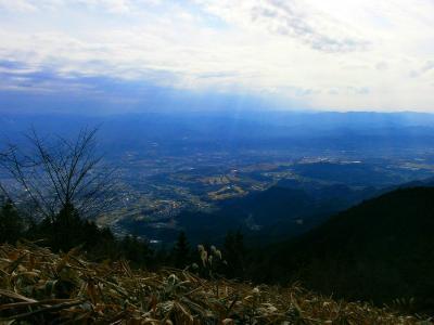 中葛城山の山頂から少し下ったところから東側の展望がひらけている
