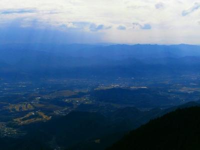 ズームで撮影。薄っすら向こう側に見えてるのは大峰山脈かな