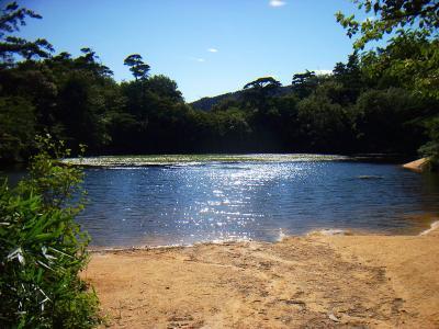 風吹岩から少し先にある横ノ池(雄池)